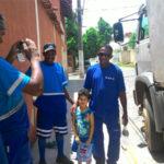 Menino de quatro anos doa dinheiro de cofrinho para coletores 3