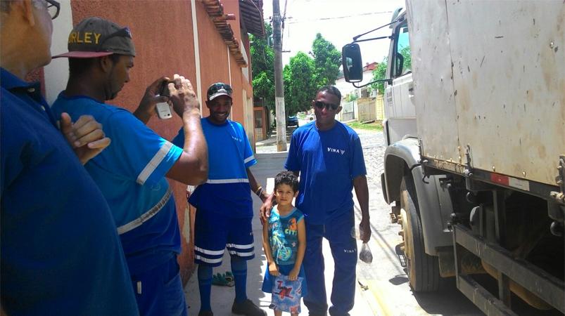Menino de quatro anos doa dinheiro de cofrinho para coletores 1