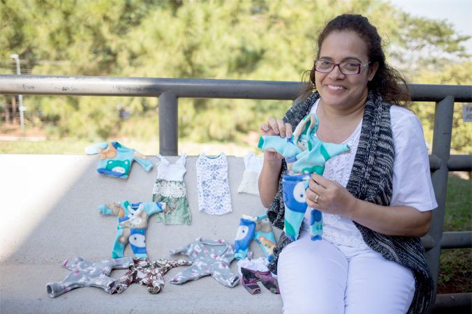 Enfermeira costura roupinhas para bebês prematuros há 16 anos 2