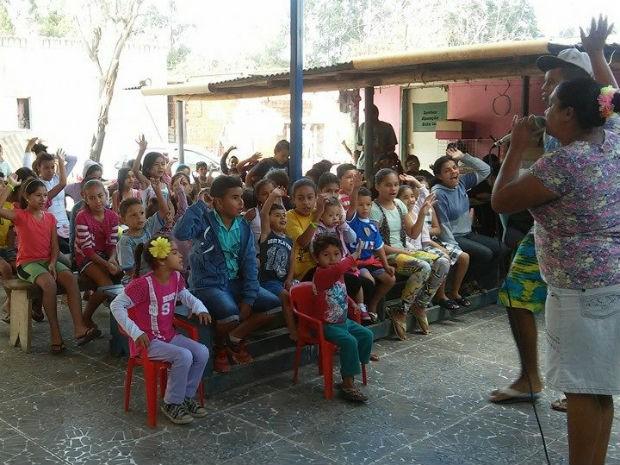 Casa da executiva de vendas recebe mais de 200 crianças aos sábados (Foto: Projeto Tia Celina/Divulgação)