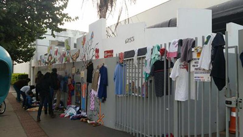 Muro da Gentileza estimula o gesto de doar para pessoas que vivem em bairros pobres 3