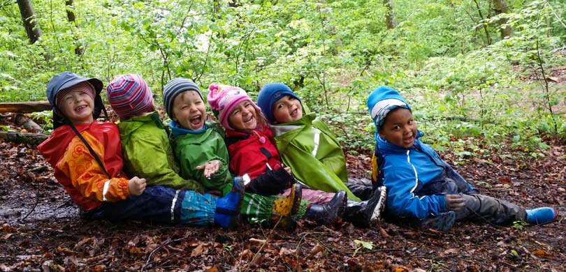 Escola no meio da floresta incentiva crianças a explorarem tudo ao seu redor 1