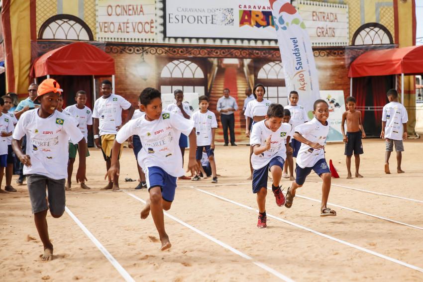 23/05/2016- Recife- PE, Brasil- O prefeito de Recife Geraldo Júlio (PSB), participa da Caravana do Esporte e das Artes com alunos da Rede Municipal de Ensino. Foto: Andréa Rêgo Barros/ PCR
