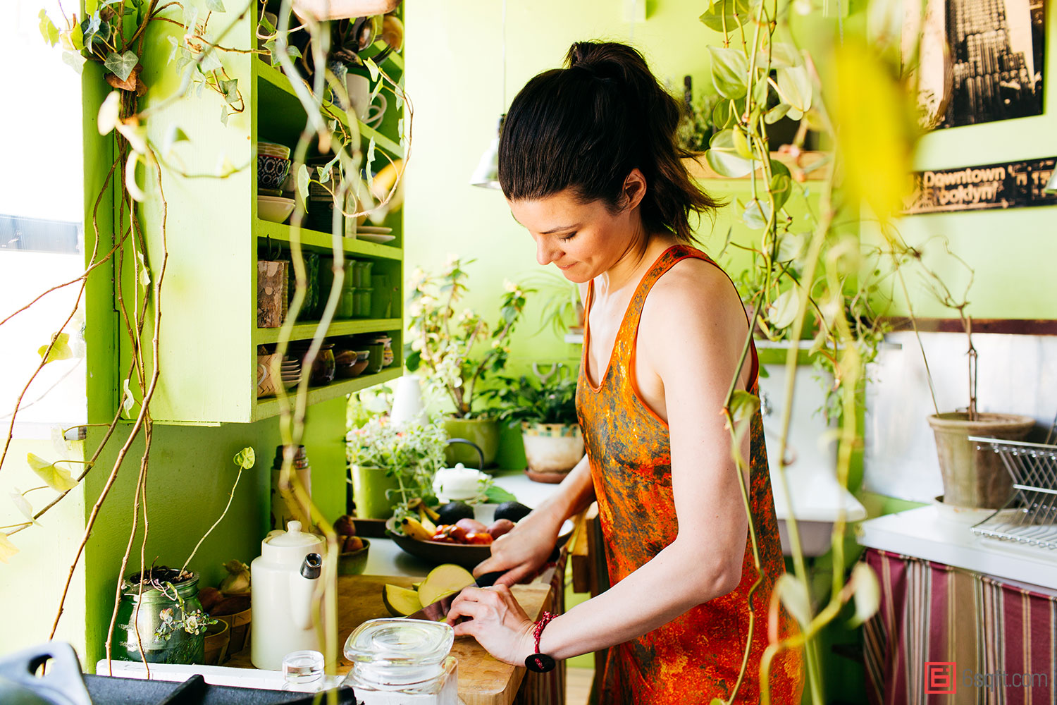 Summer-Rayne-Oakes-Plant-Filled-Apartment-in-Williamsburg-Brooklyn-kitchen-cutting