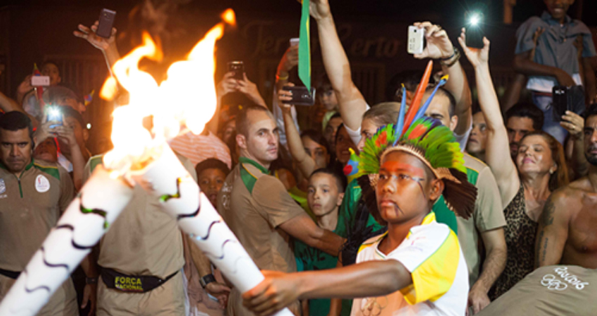 Adolescentes com histórias de vida comoventes conduziram a Tocha Olímpica da Rio 2016 1