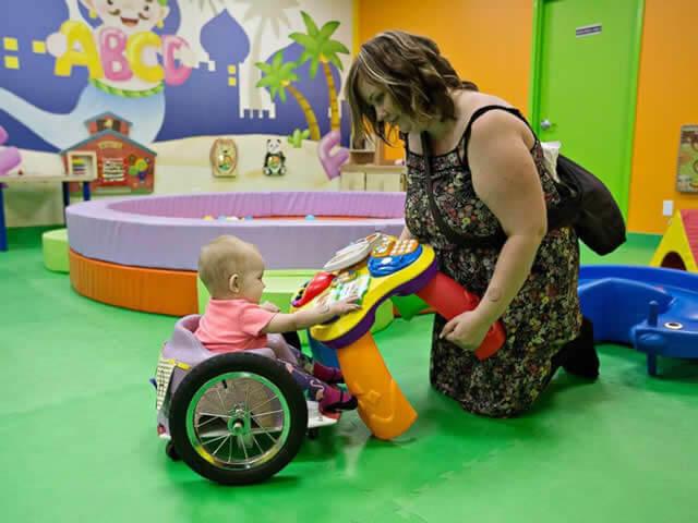 awebic-bebe-cadeira-de-rodas-caseira2