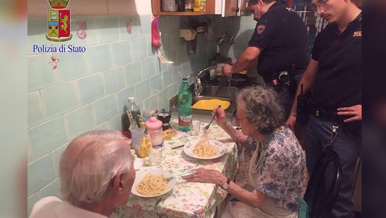 Policiais cozinham para casal de idosos solitários e gesto comove o mundo 1