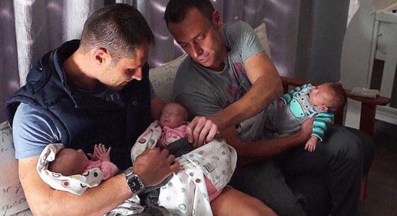 Casal gay tem trigêmeos biológicos com o DNA dos dois pais 2