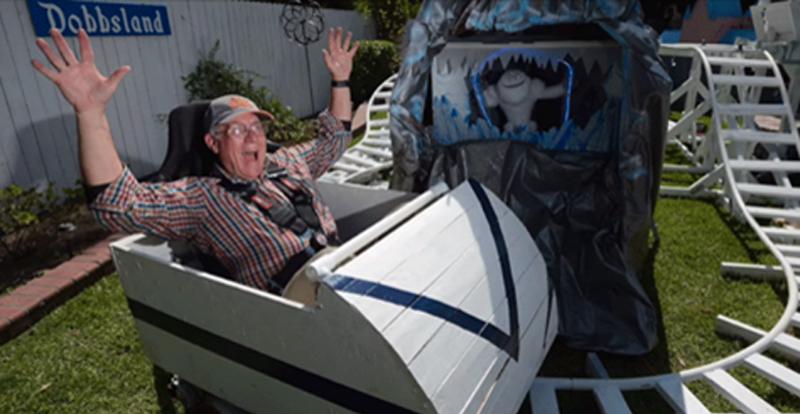Avô constrói réplica da Disneylândia para passar mais tempo com os netos 1