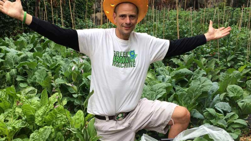 Educador cria 100 hortas urbanas para ensinar alunos sobre alimentação saudável 1