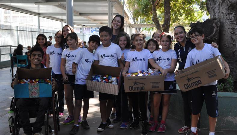 Estudantes arrecadam materiais recicláveis para confeccionar bonecos para crianças do Haiti 1