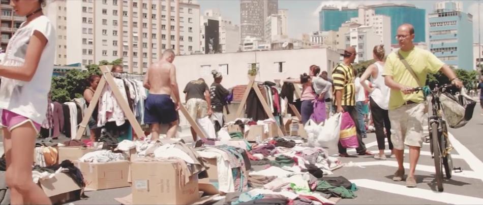 Projeto estimula consumo sustentável e doa roupas para moradores em situação de rua 2