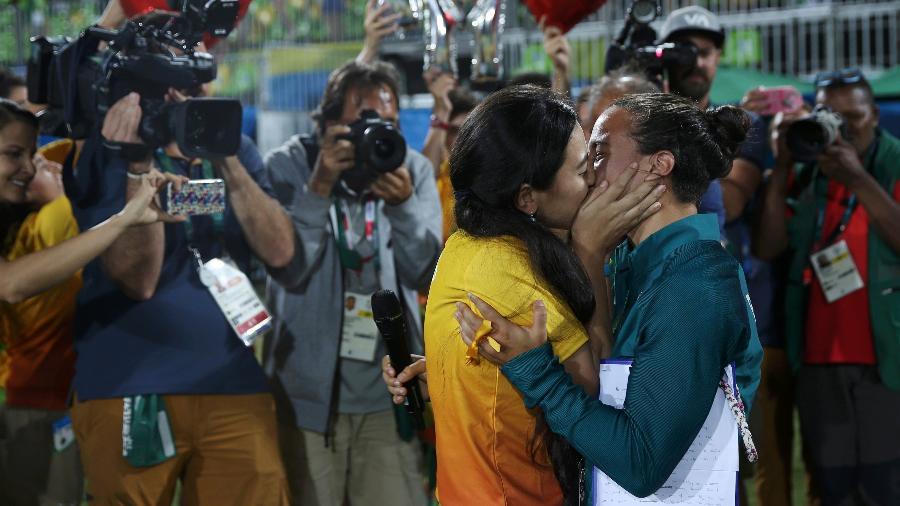Brasileira do rúgbi do Brasil recebe pedido de casamento da sua companheira em plena Rio 2016 3