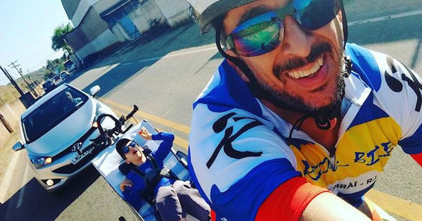 Pai adapta bicicleta para filho com paralisia cerebral sentir o prazer de pedalar 1