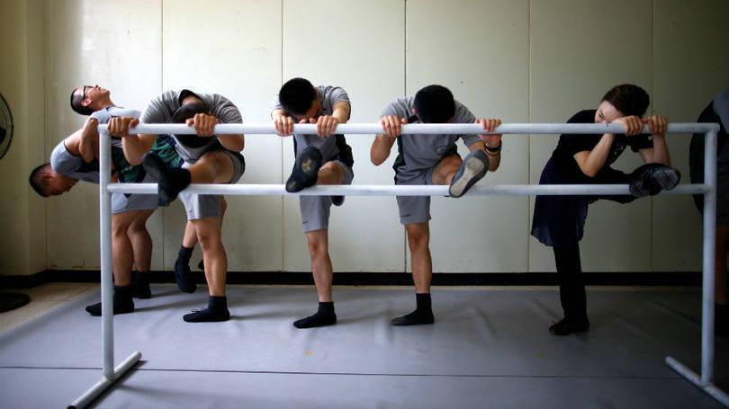 size_810_16_9_soldados-da-coreia-do-sul-praticam-bale-6