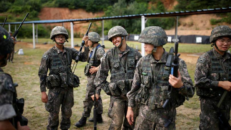 size_810_16_9_soldados-da-coreia-do-sul-praticam-bale-9