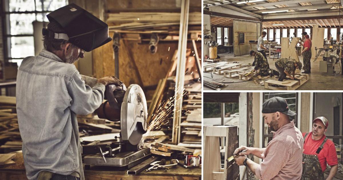 Esta empresa produz móveis usando apenas madeira reciclada e com trabalhadores que moravam na rua 2