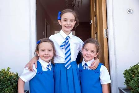 As meninas com a irmã mais velha Foto: Reprodução/Facebook