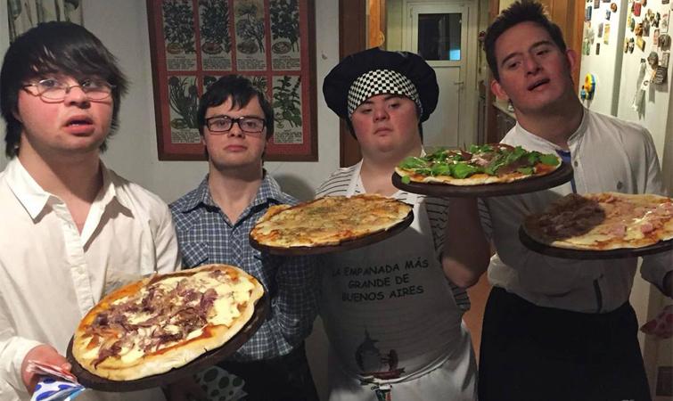 Seis jovens com Síndrome de Down abrem empresa de pizzas que é o maior sucesso