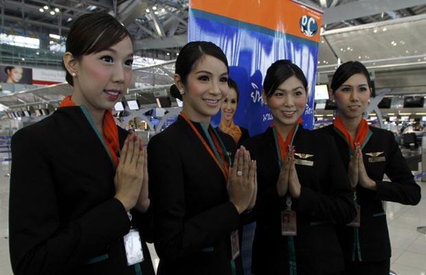 Companhia aérea da Tailândia conta com equipe de aeromoças transexuais 2