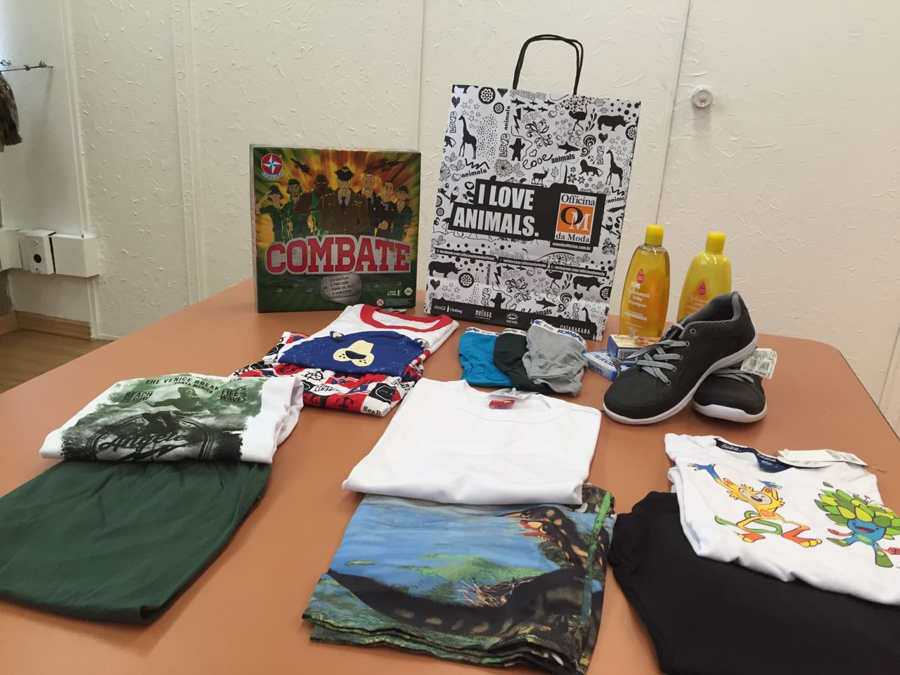 ONG distribui kits com roupas para crianças que chegam a abrigos apenas com a roupa do corpo 1