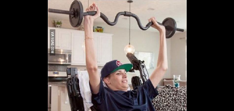 Jovem tetraplégico recupera movimento dos braços após tratamento com células-tronco 1