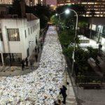 Instalação enche rua do Canadá com mais de 10 mil livros iluminados 3