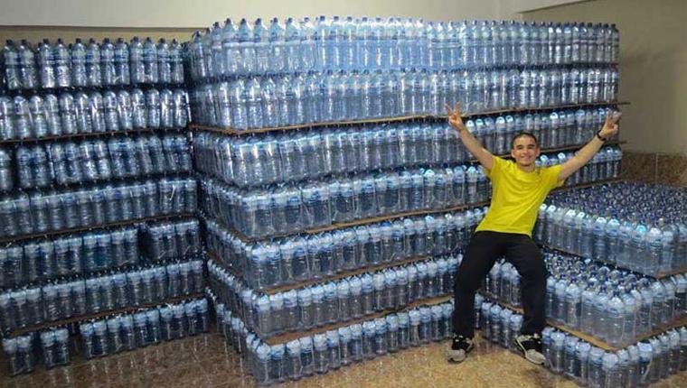 Resultado de imagem para jovem arrecada agua para doar ceara