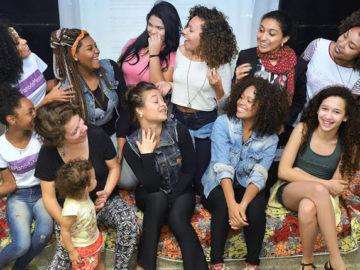 Projeto empodera meninas de comunidades com aulas sobre autoestima e liderança 4