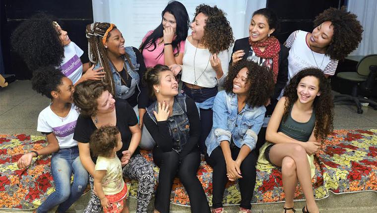 Projeto empodera meninas de comunidades com aulas sobre autoestima e liderança 2