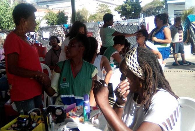 Projeto promove mutirão da beleza para mulheres usuárias de drogas na Cracolândia 3