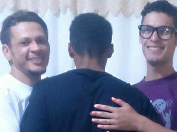Casal gay adota adolescente que estava 6 anos na fila de adoção 3