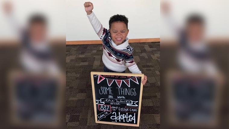 Alegria de menino de 3 anos no dia que foi adotado comove a internet 1