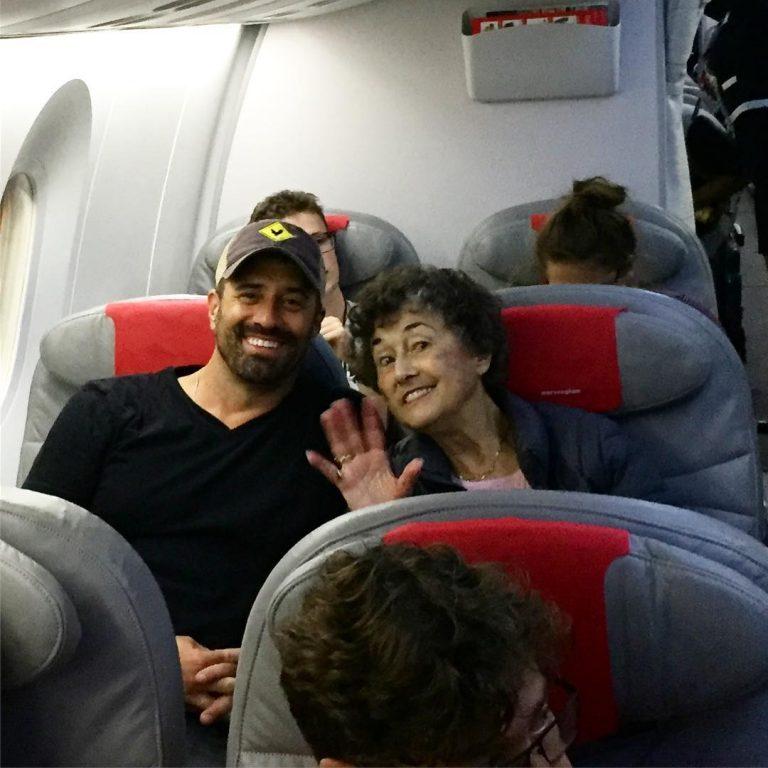 filho faz viagem para Europa para agradecer sua mãe