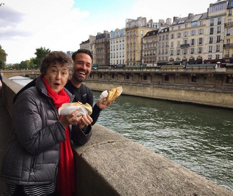 filho faz viagem para Europa para agradecer sua mãe 2