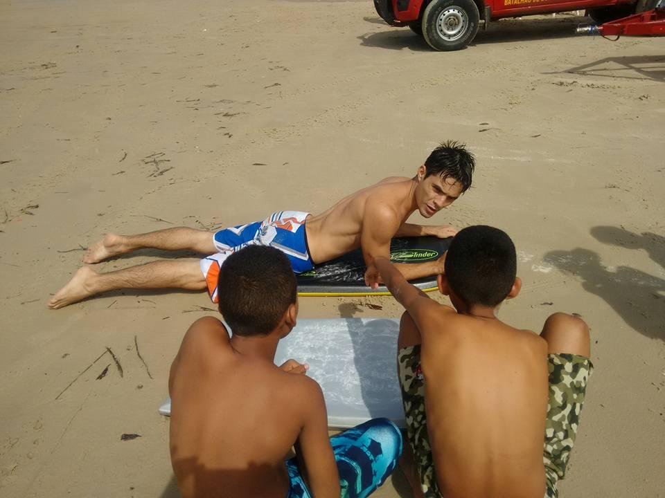 Projeto de surf tira jovens de baixa renda das ruas em São Luís-MA 2