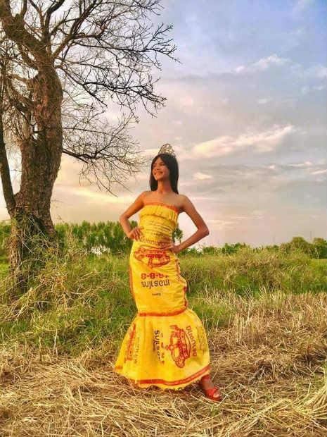 Garoto recria looks deslumbrantes inspirados na marca Victoria's Secret 13