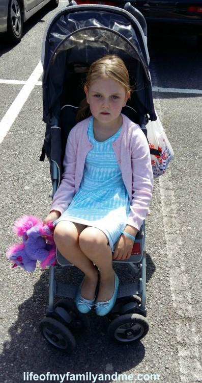 A todos aqueles que julgam minha filha de 5 anos por andar no carrinho de bebê 1
