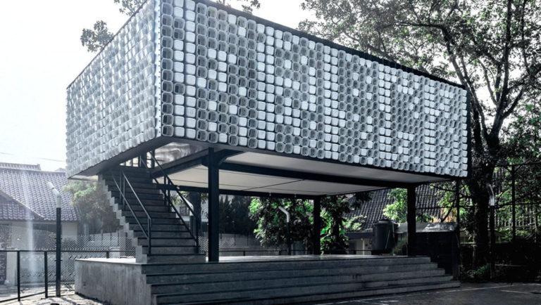Indonésia ganha biblioteca pública feita com dois mil potes de sorvetes usados 1