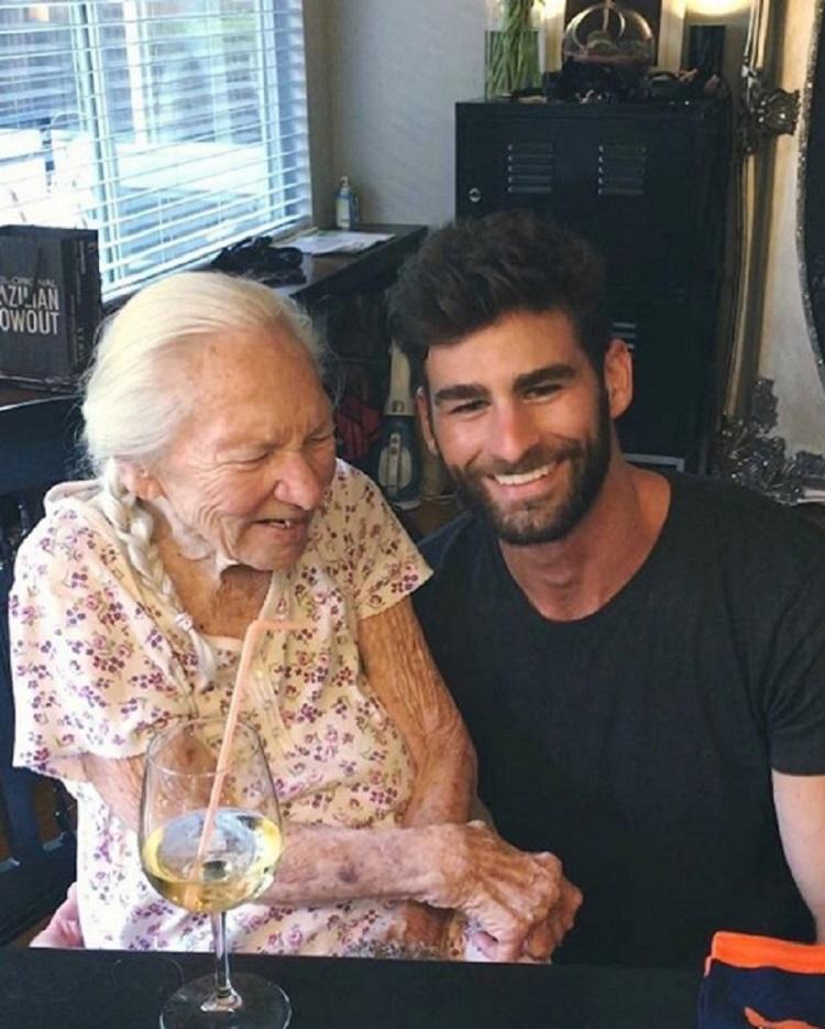 """Ator """"adota"""" idosa com leucemia e que vivia sozinha 4"""