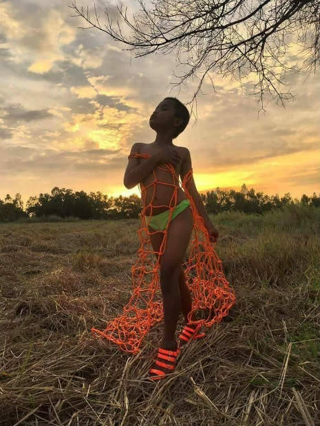 Garoto recria looks deslumbrantes inspirados na marca Victoria's Secret 25