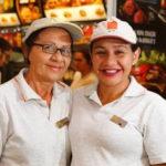 McDonald's contrata mãe para que filha com deficiência intelectual trabalhe melhor 2