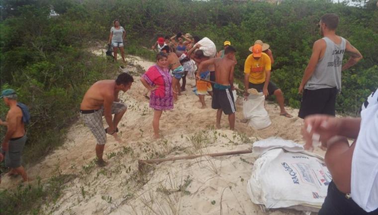 Moradores de Florianópolis fecham saídas de esgotos irregulares por conta própria 2