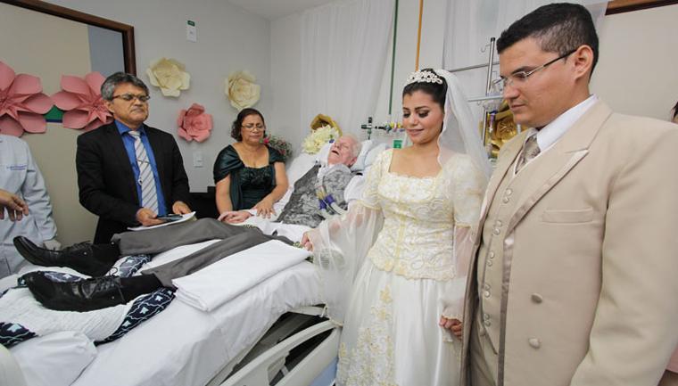 Kyvya Klyss Filha faz casamento em hospital para que pai pudesse participar