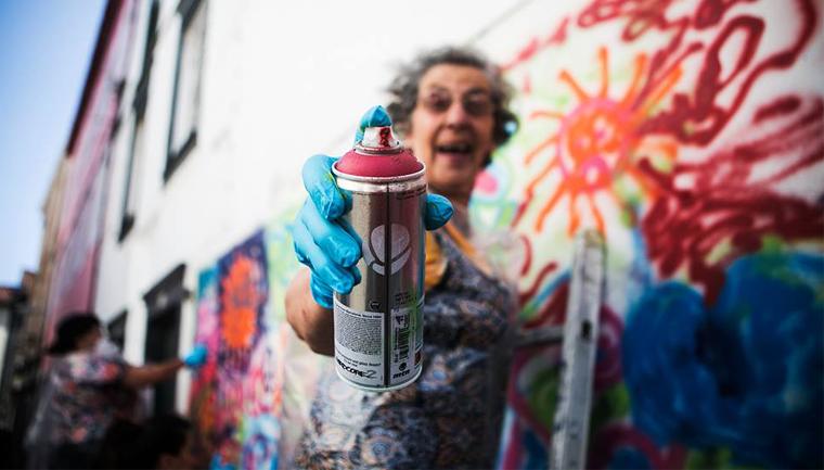 Projeto 'Lata 65' ensina idosos a arte do grafite em Lisboa 1