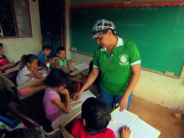 Ex-faxineira realiza sonho de ser professora e transforma vida de crianças de comunidade 3