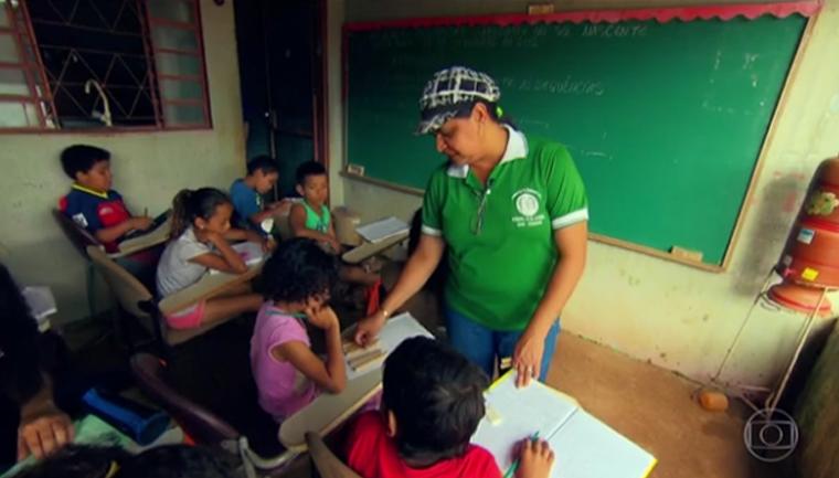 Ex-faxineira realiza sonho de ser professora e transforma vida de crianças de comunidade 4