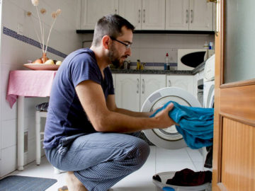 marido ajuda nas tarefas de casa