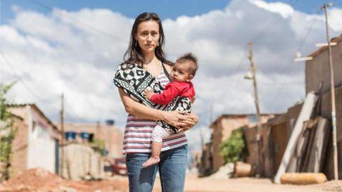 Projeto ensina mulheres de baixa renda a construir e reformar suas moradias em BH