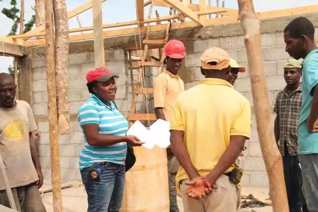 Elas lideram reconstrução do país após passagem do furacão Matthew
